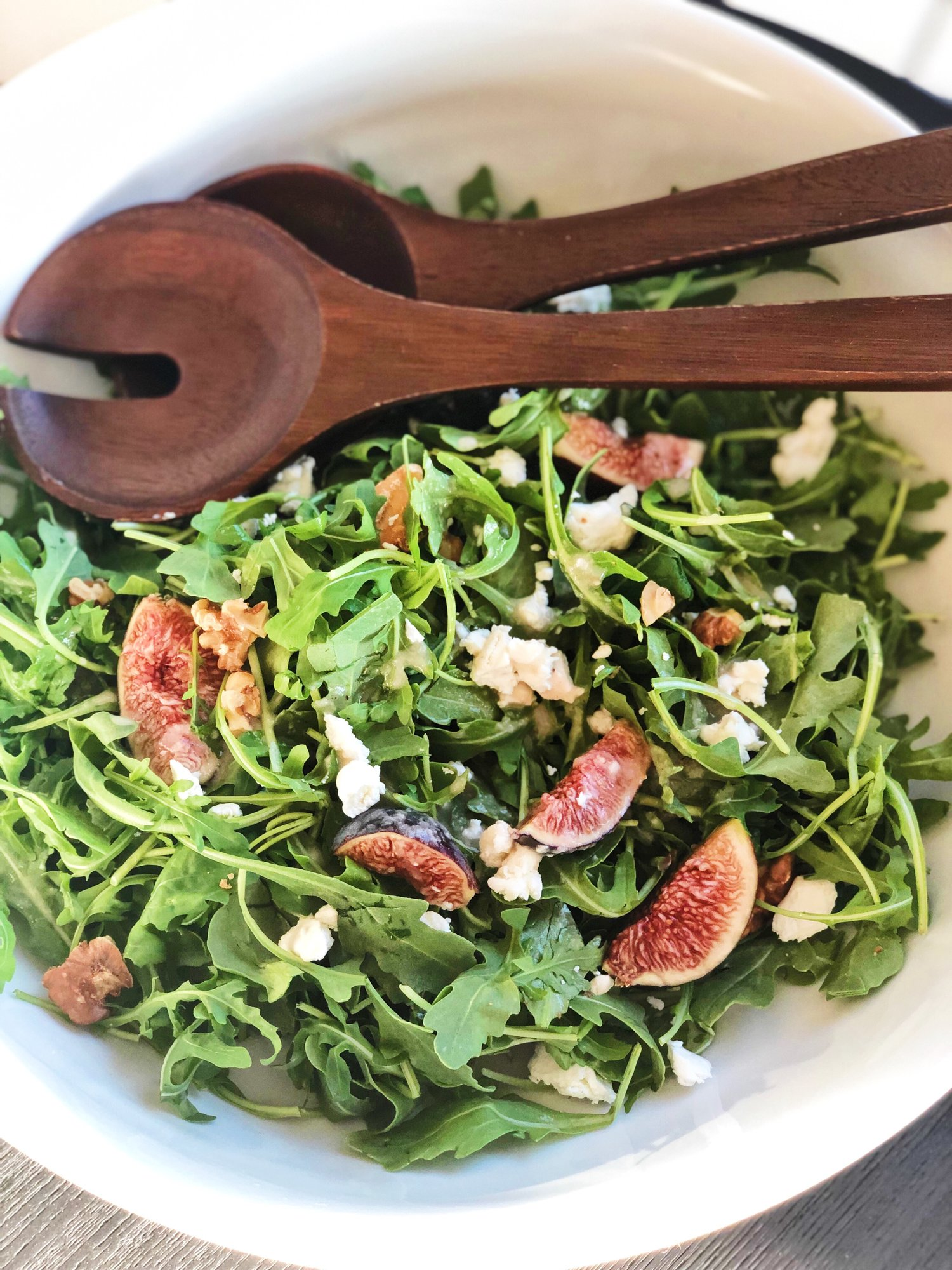 Fig Salad with Baby Arugula, Goat Cheese and Walnuts