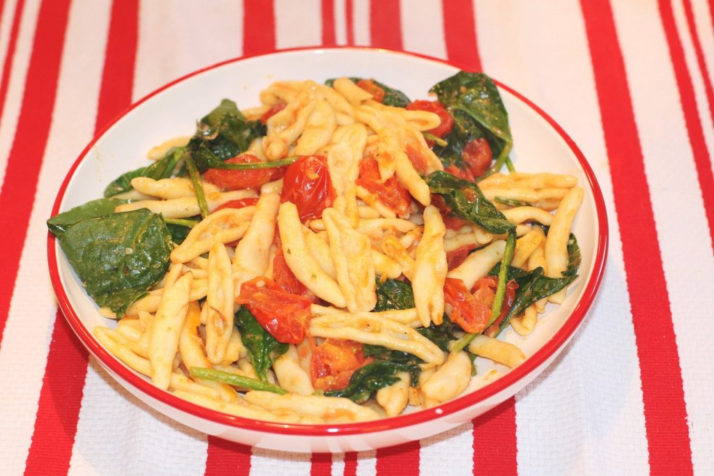 Pasta with Cherry Tomatoes and Spinach (cheese optional)